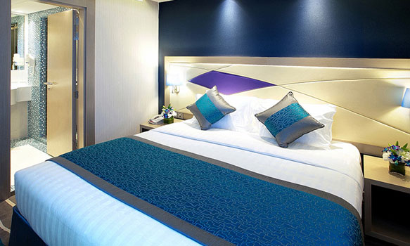 Bed room with nig bed and blue and lilac decor