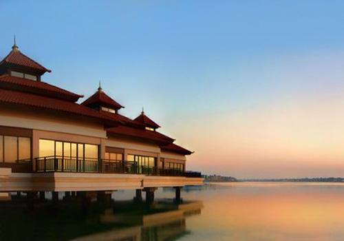 Anantara resort built a man made island in Dubai